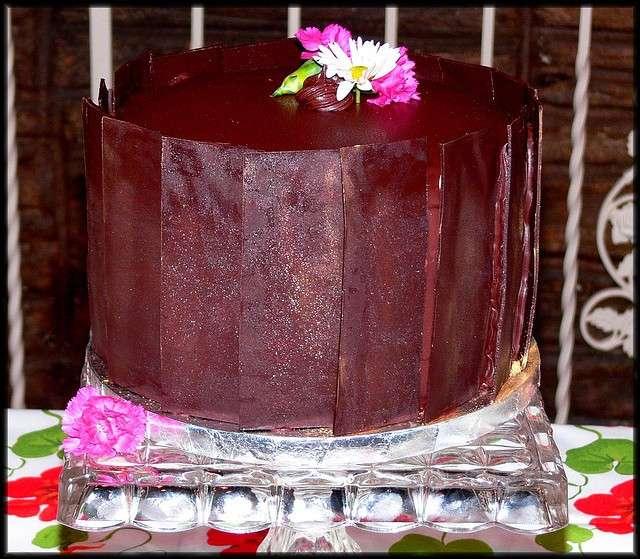 Torta con fogli di cioccolato