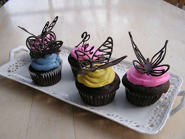 Farfalle di cioccolato su cupcake
