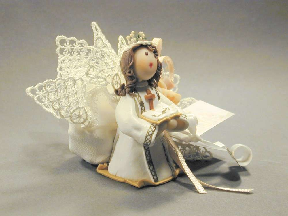Un angelo con sacchettino per confetti