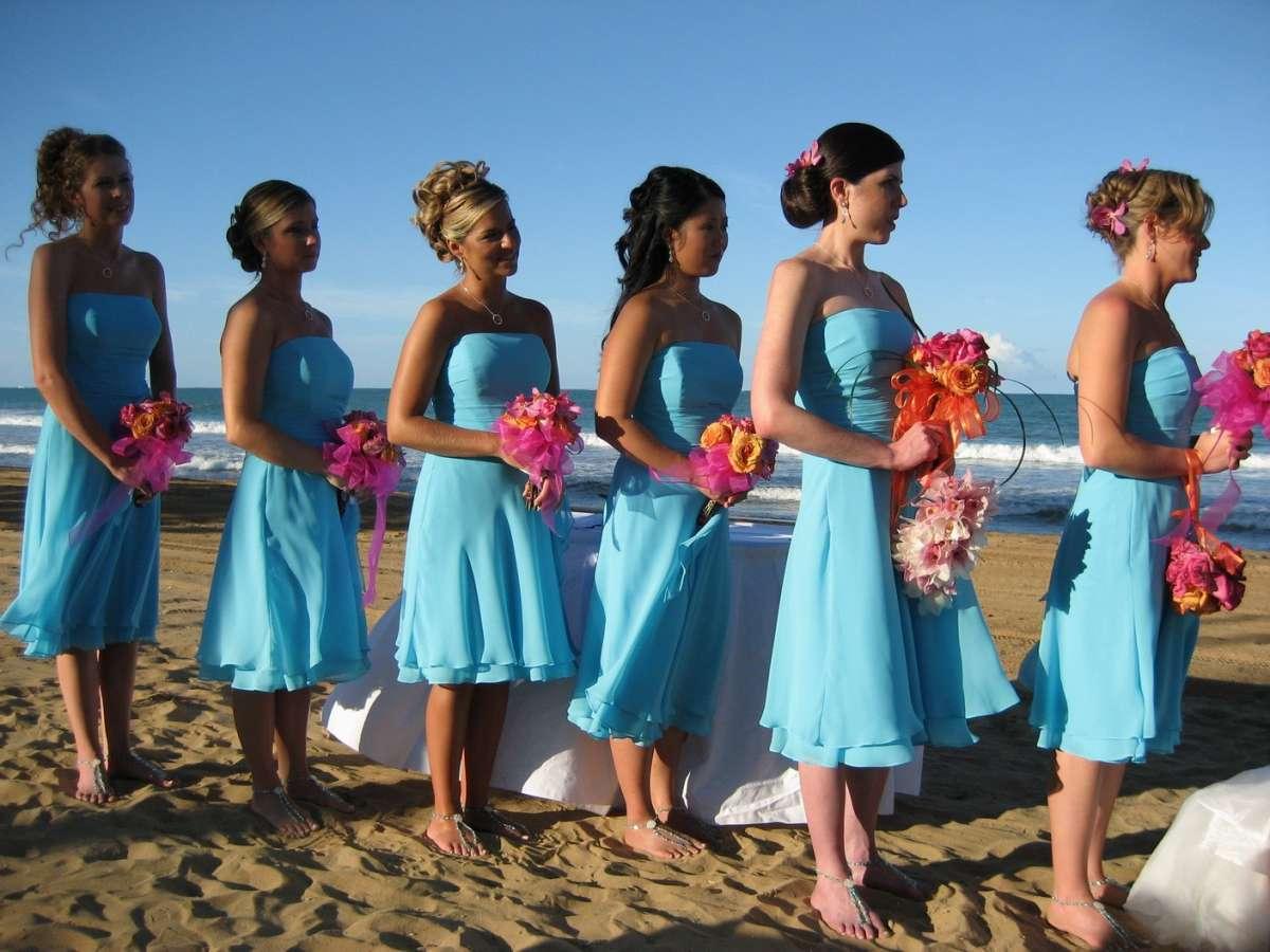 Abiti azzurri per un matrimonio al mare