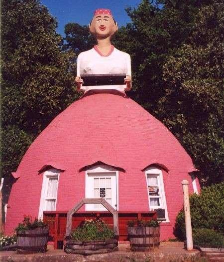 Casa a forma di donna