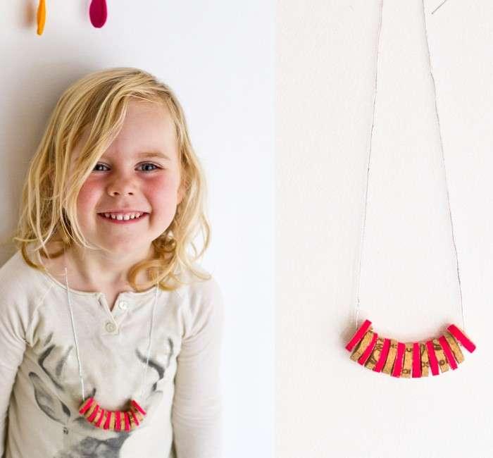 Collana per bambini con i tappi