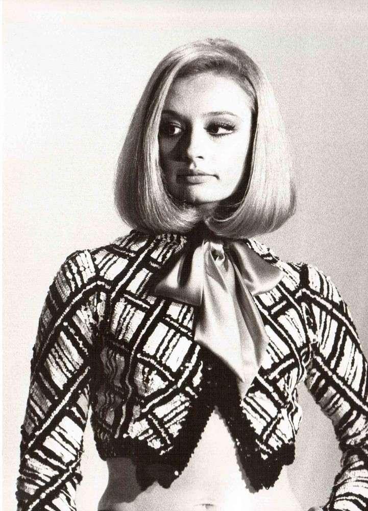 Il look anni 80 di Raffaella Carrà