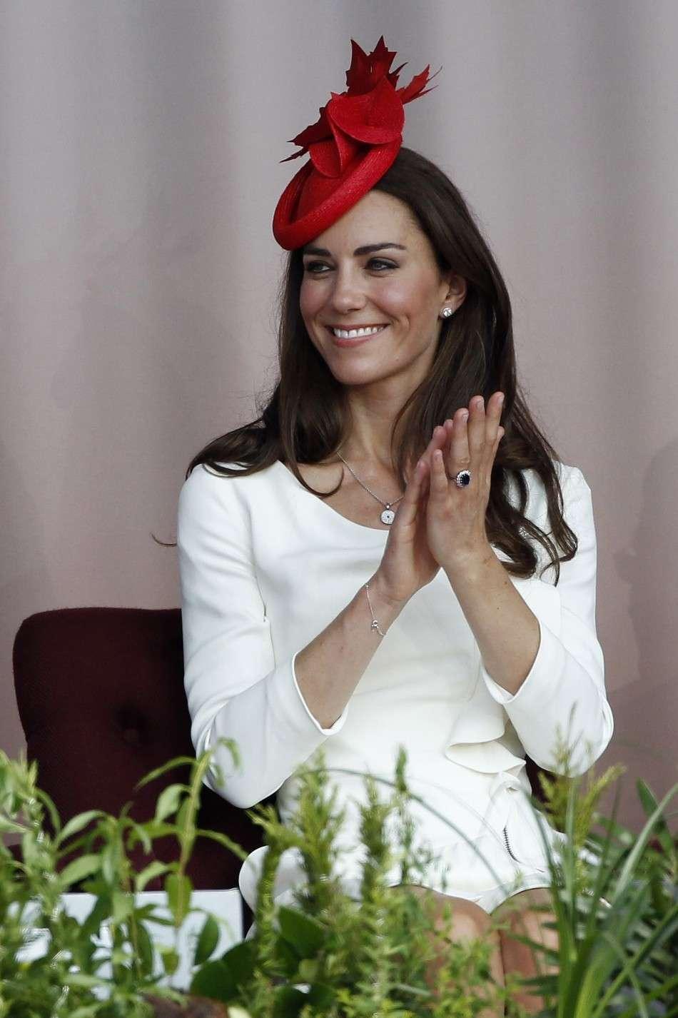 Kate Middleton con cappello rosso
