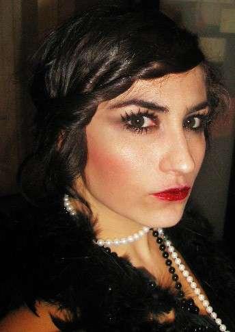 Trucco stile Charleston con labbra rosse
