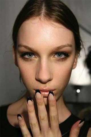 Manicure nero beige