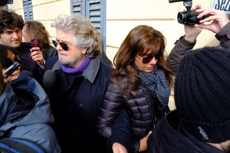 Parvin Tadjk e Grillo tra la folla