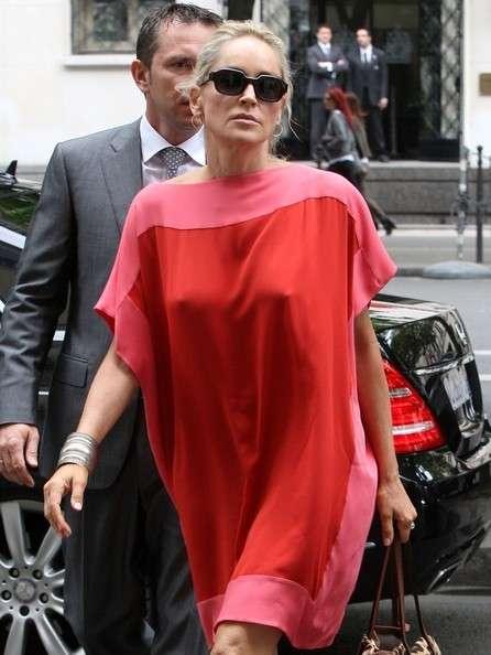 Sharon Stone senza reggiseno