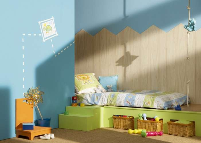 Azzurro e legno per le pareti