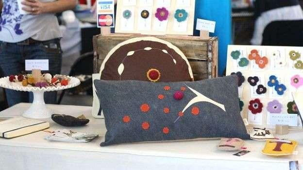 Cuscini con decorazioni in feltro
