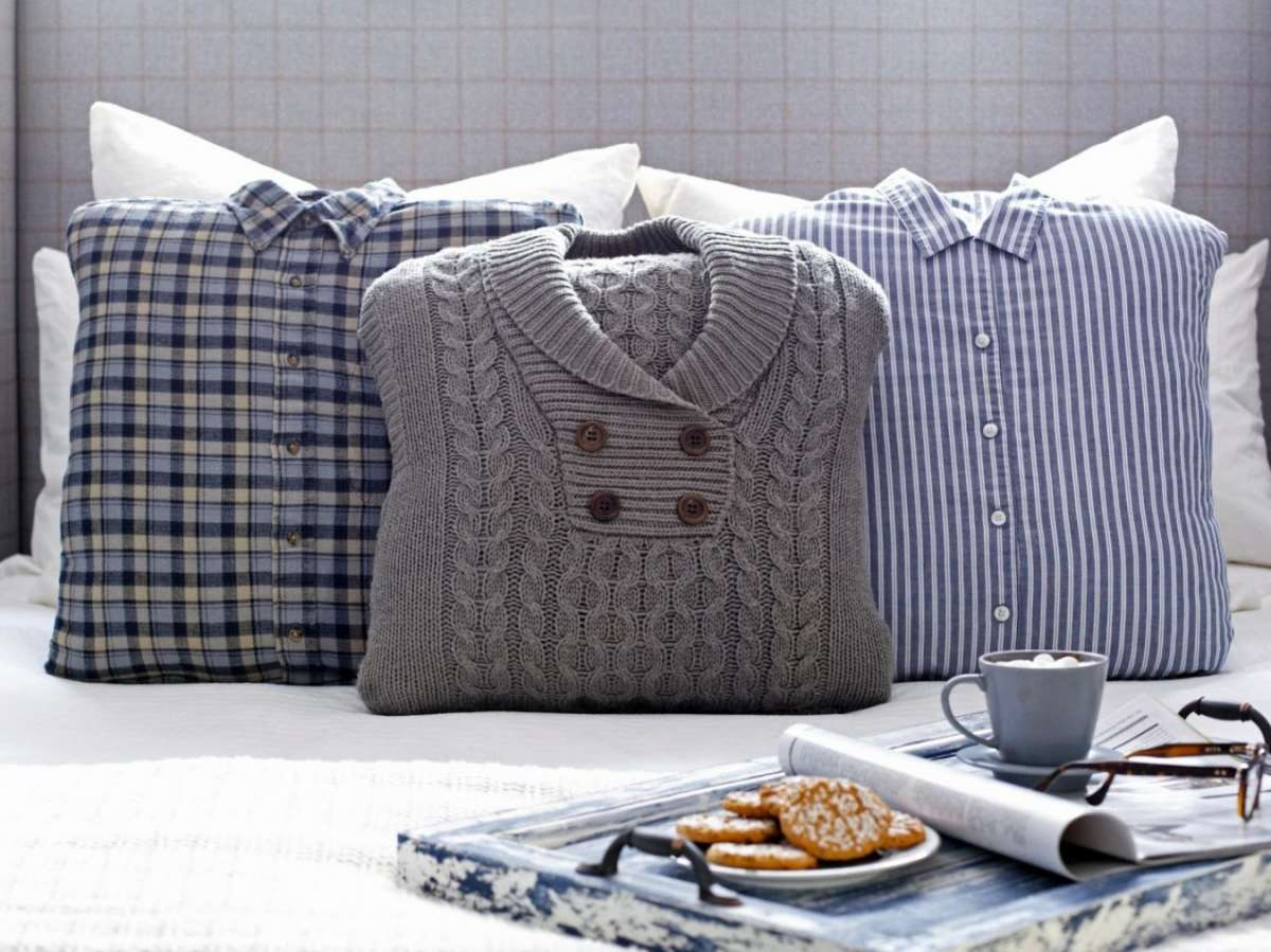 Cuscini con maglioni e camicie
