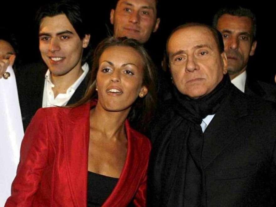 Francesca Pascale abbronzatissima