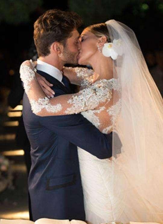 Un bacio tra sposini