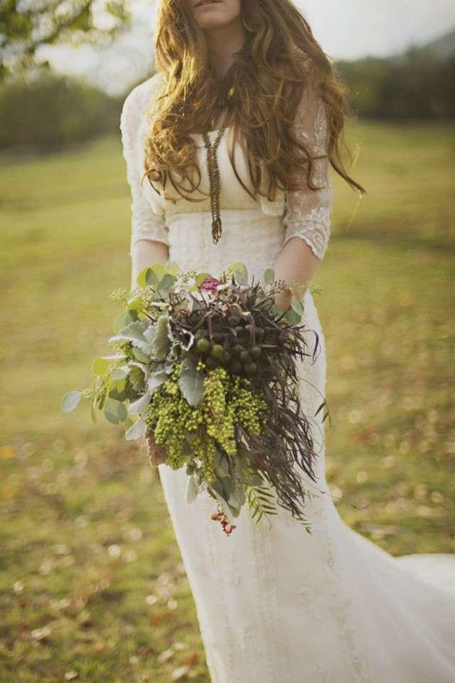 Abito da sposa hippie con fiori di campo