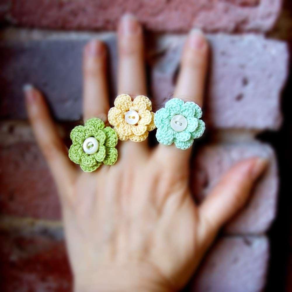 Anelli crochet nei colori pastello