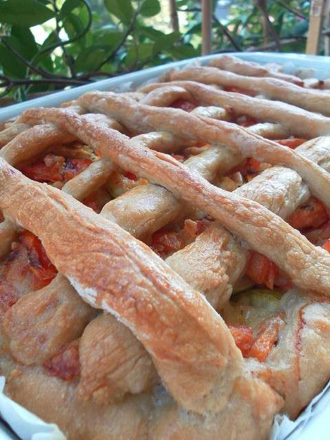 Crostata salata con pomodori