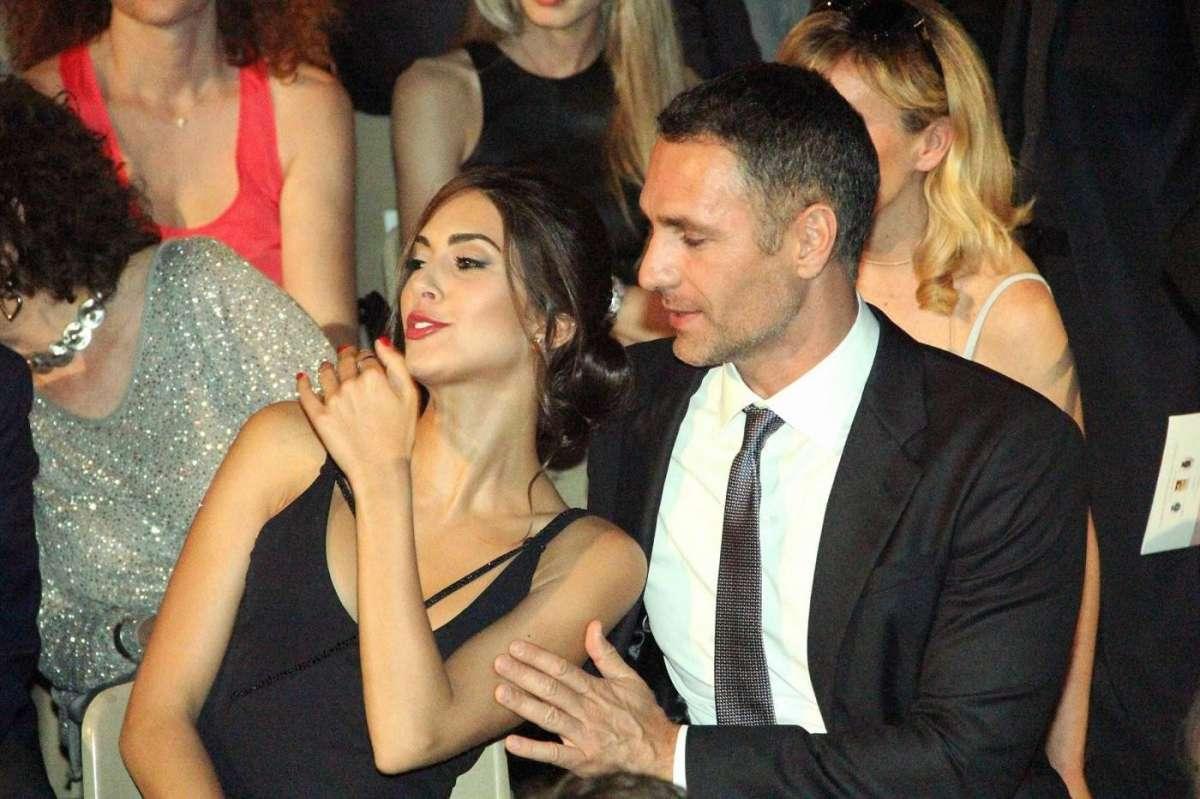 Raoul Bova coccola sua fidanzata