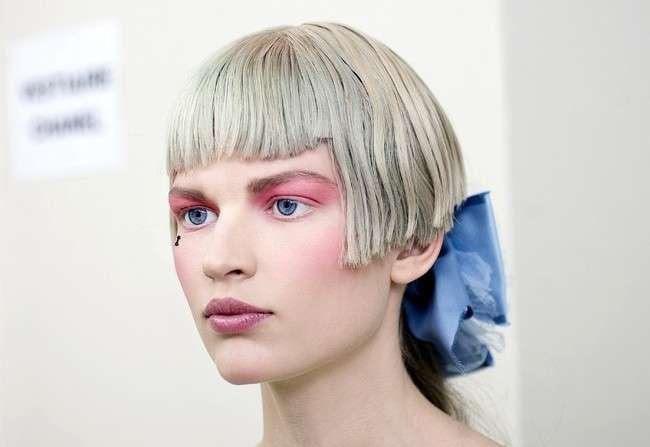 Taglio di capelli futuristico