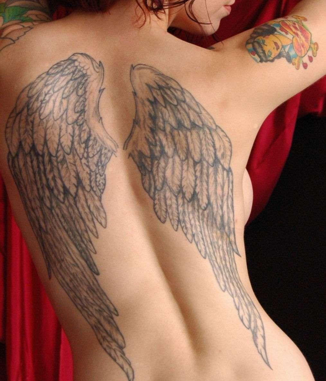 Tatuaggio ali sulla schiena