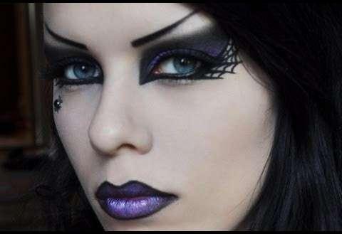 Trucco Halloween con labbra viola