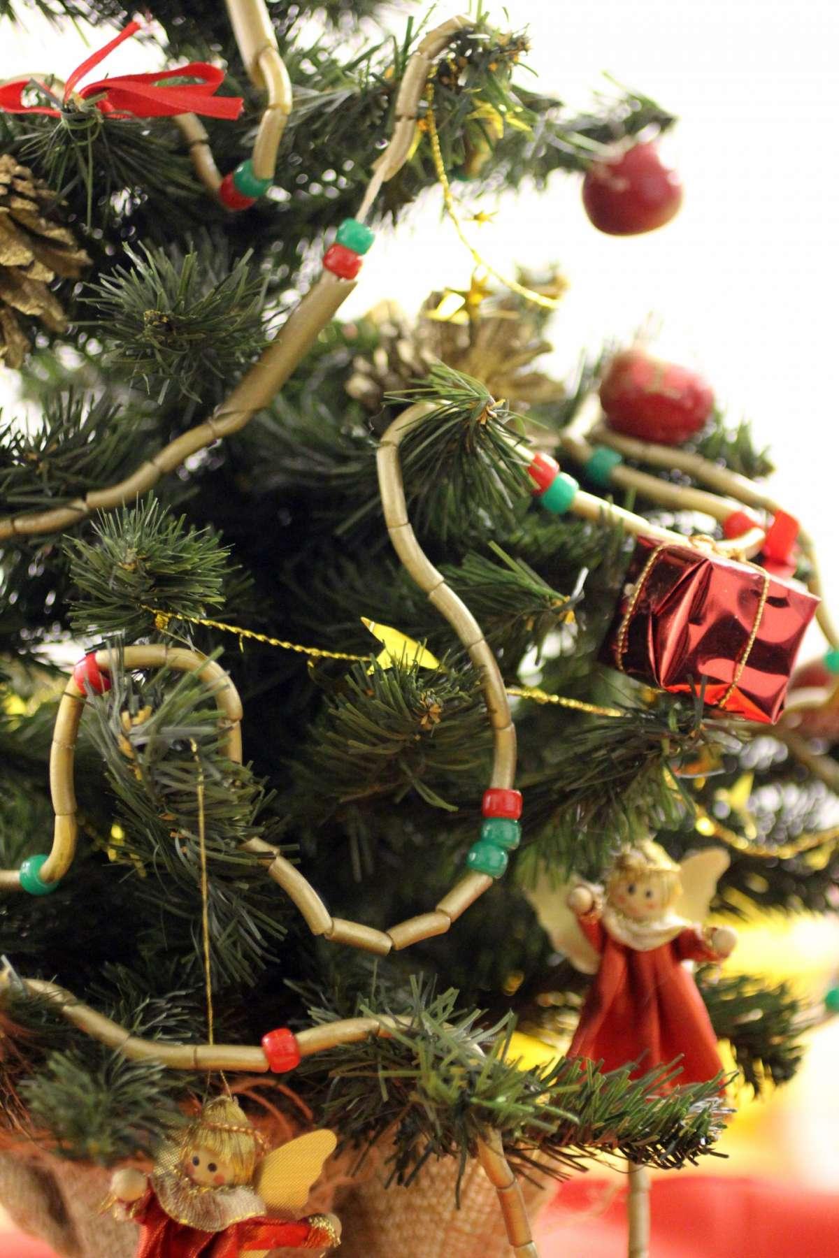 Albero con decorazioni di pasta