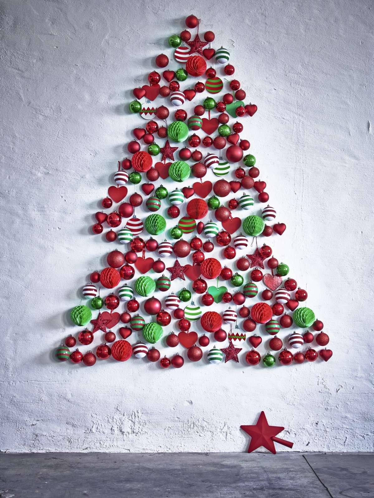 Albero di Natale con palline Ikea