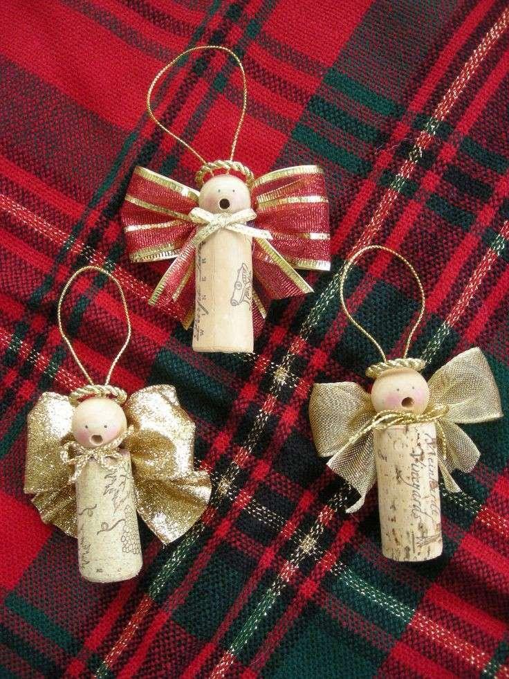 Angeli decorativi con tappi delle bottiglie