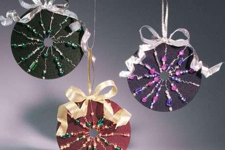 Cd ornamentali per il Natale da appendere all'albero