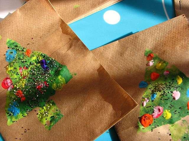 Collage natalizio: un pensiero ecologico riciclando carta