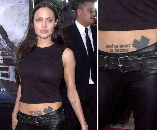 Il tatuaggio a forma di croce di Angelina Jolie