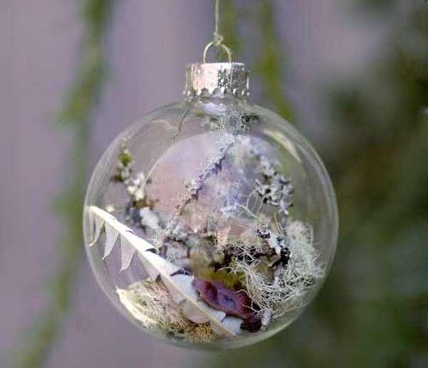 Pallina di Natale con i rami