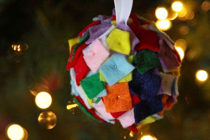 Pallina natalizia in feltro