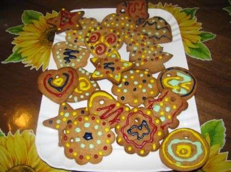 Vassoio di biscotti colorati
