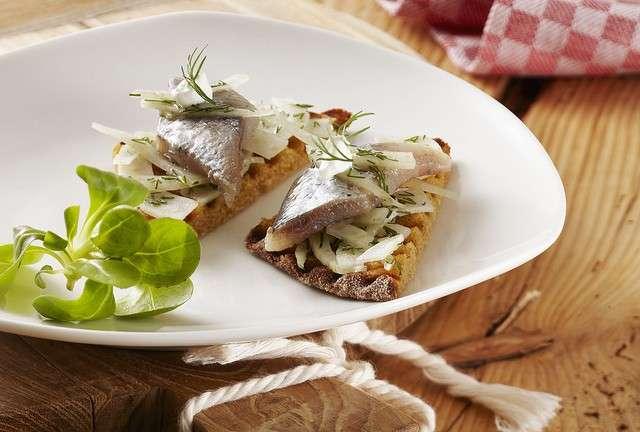 Antipasto con finocchio e pesce crudo