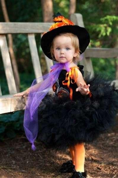 Baby strega per Halloween