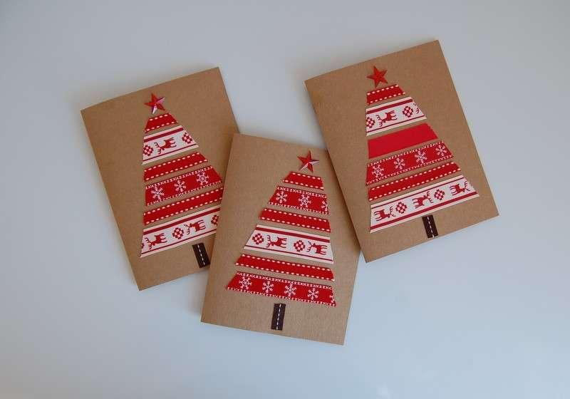 Biglietti di auguri di Natale con alberello rosso