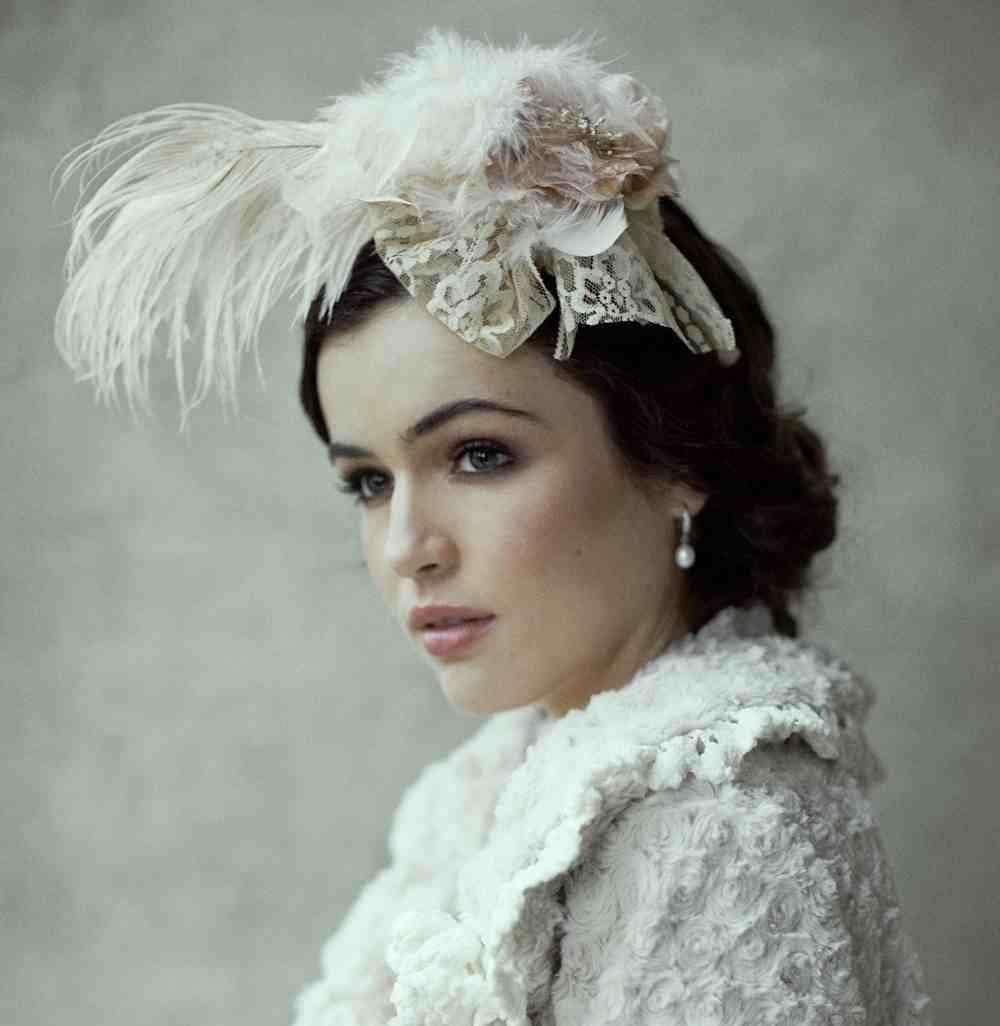Cappellino con piume