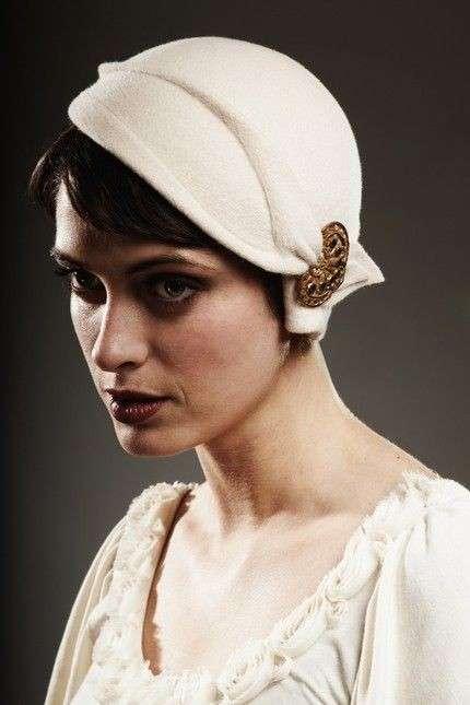 Cappello cloche di lana cotta