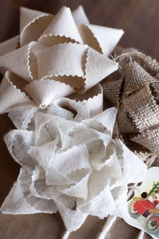 Fiocchi di tessuto per i pacchi regalo