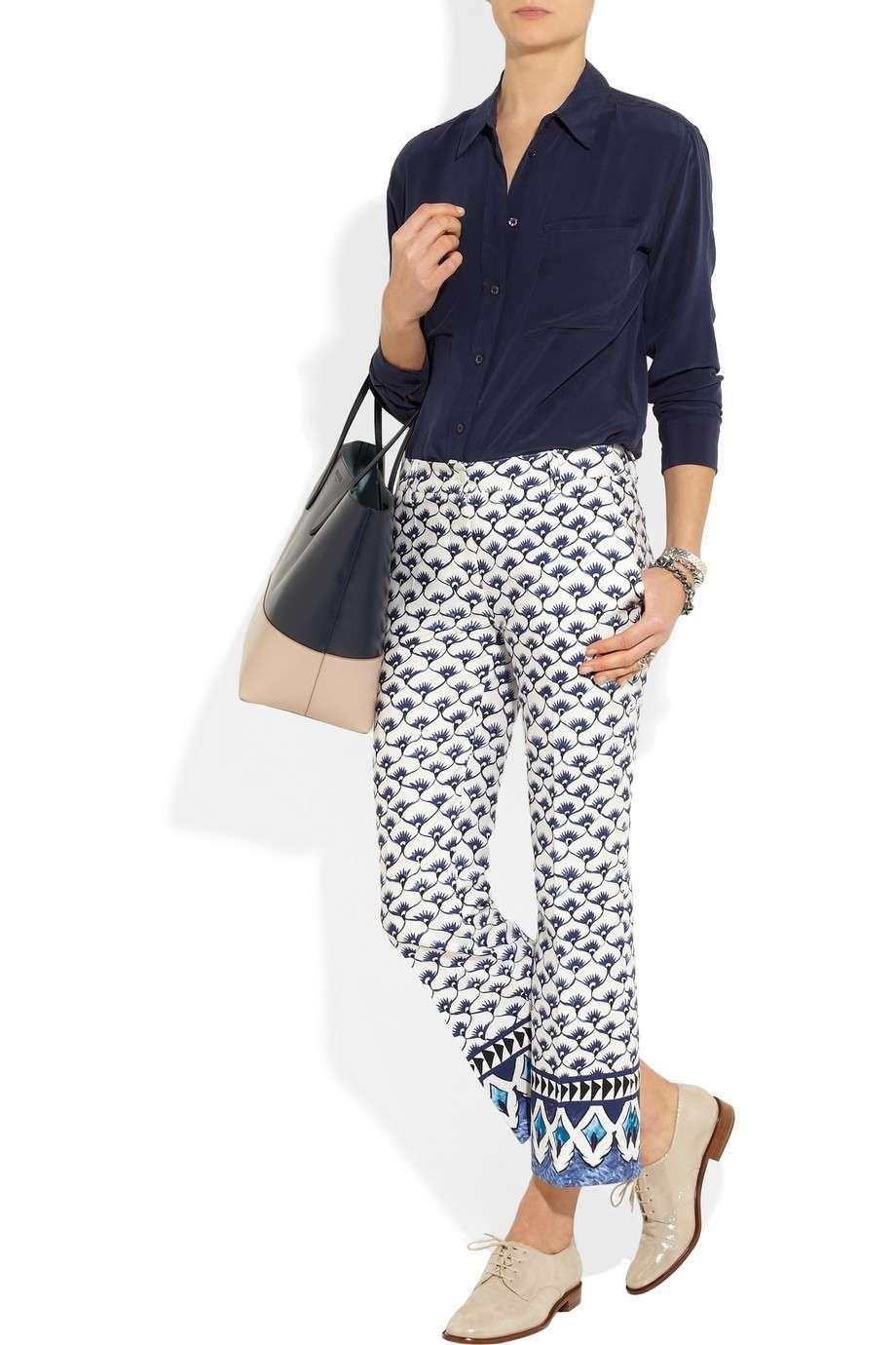 Francesine e pantaloni con stampa
