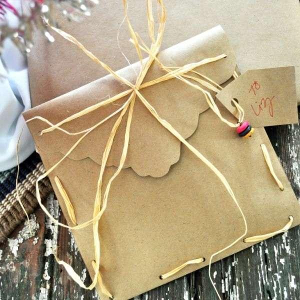 Pacchetto regalo di carta con perline