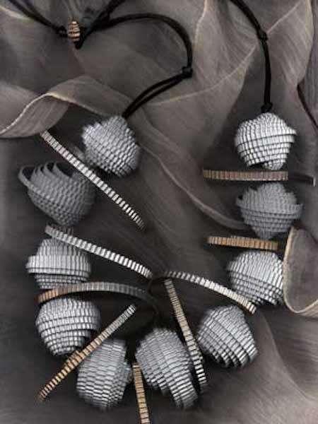 Perline e dischetti di carta