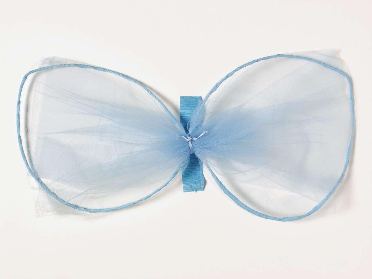 Ali da farfalla con la carta crespa
