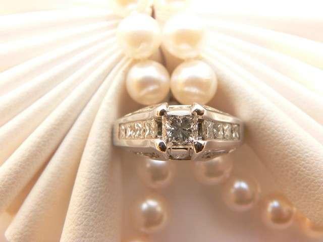 Anello con diamante elaborato