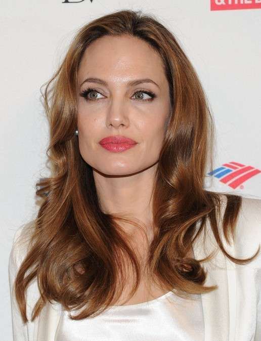 Angelina Jolie viso squadrato