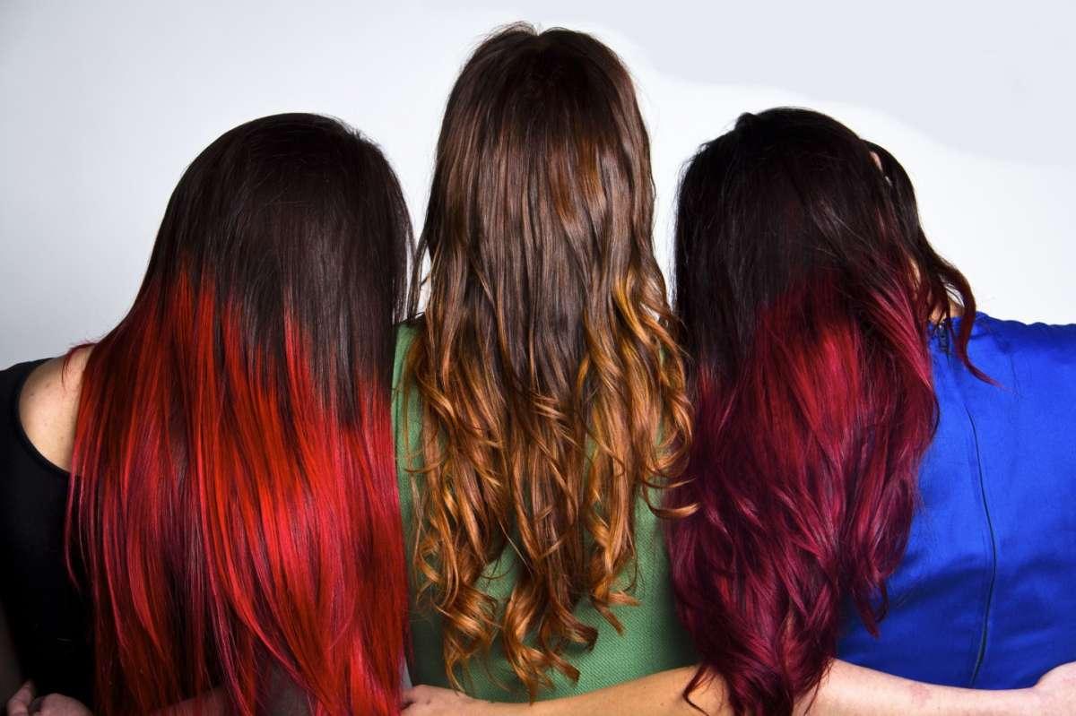 Balayage colorati su capelli scuri