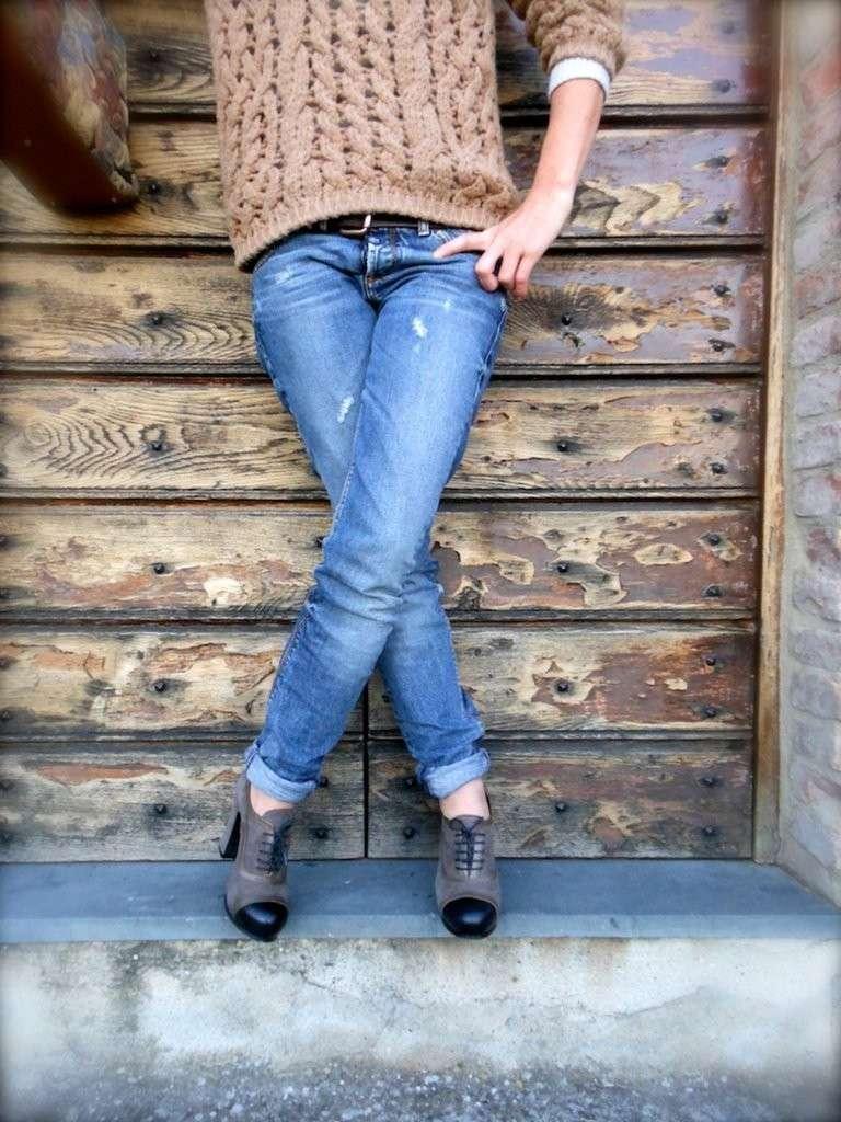 Francesine e jeans con pieghe