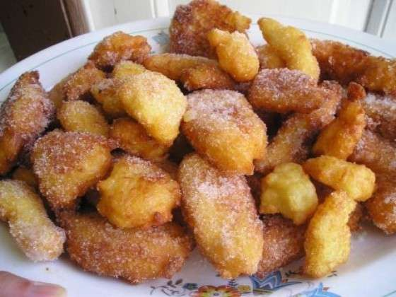 Frittelle con zucchero a velo