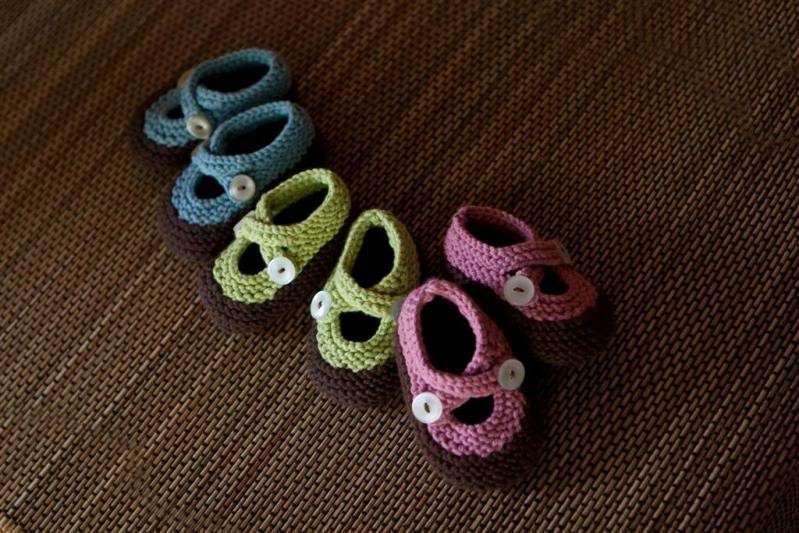 Lavori a maglia: scarpine da neonato