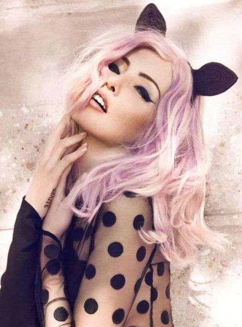 Orecchie da gatto e capelli rosa